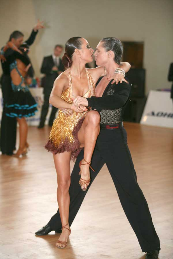 Фотки с бальных танцев голые полезная